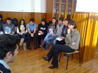 Laboratorul de biologie-Festivalul Sanselor Tale - masa rotunda- Implicatiile etice ale clonarii  (Copy)