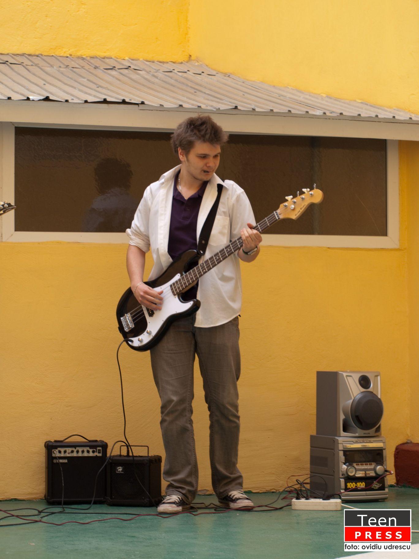 Alex si prietenii sai concert de chitara (1)